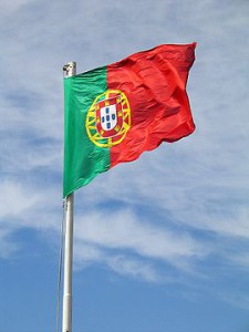 270px-Bandeira_de_Portugal_foto