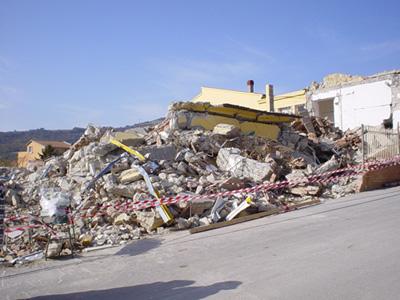 Scula elementare di San giuliano distrutta dal terremoto